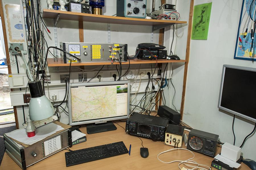 OL3Z Contest Station 435 mHz operating position