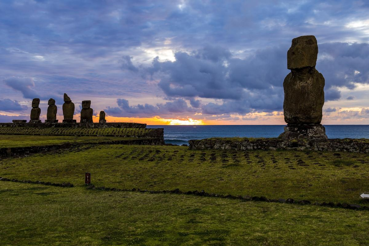 XR0YSP Sunset, Tahai, Easter Island. Tourist attractions spot