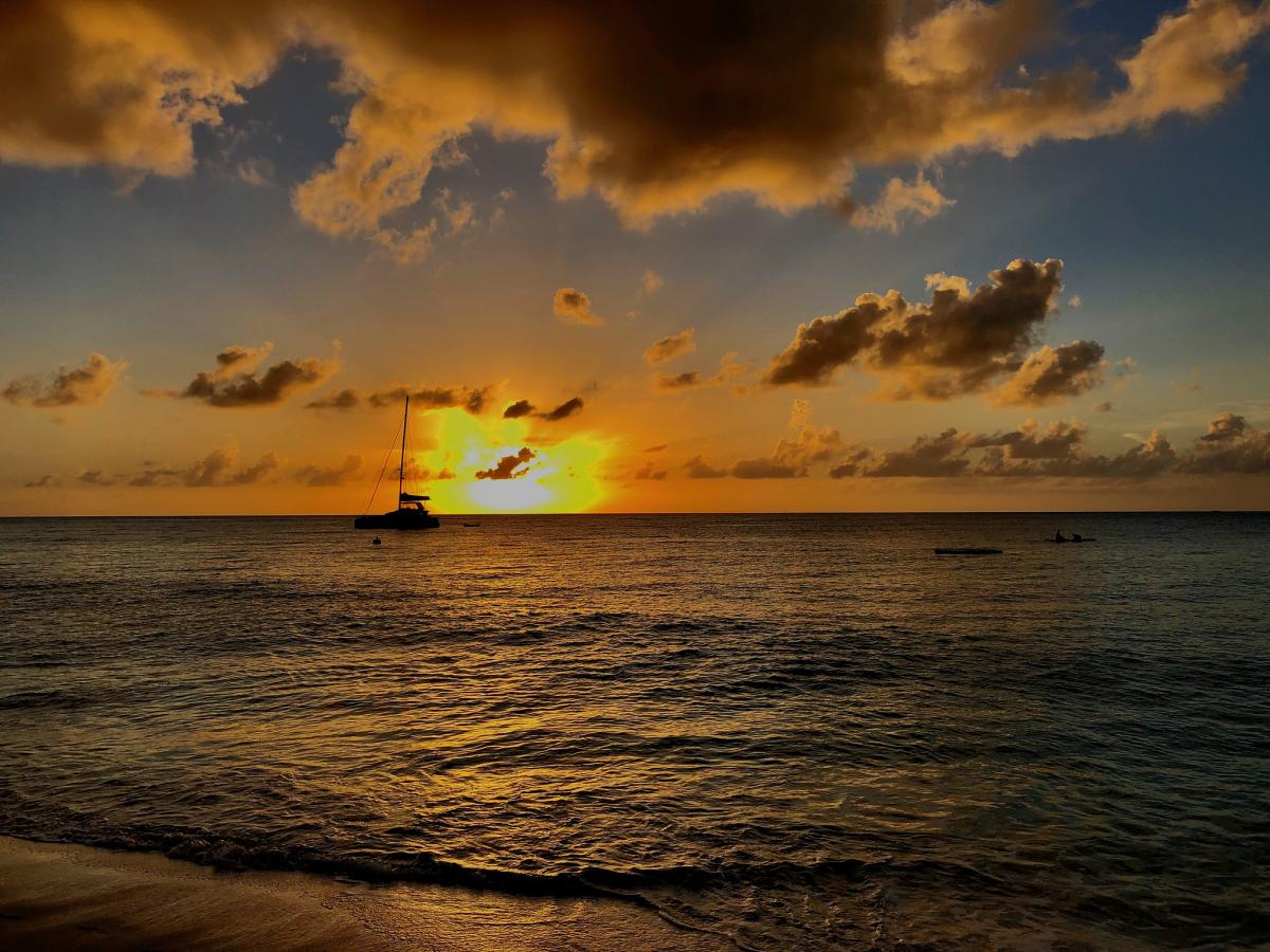 ZF2AN Sunset, Seven Mile Beach, Cayman Islands.