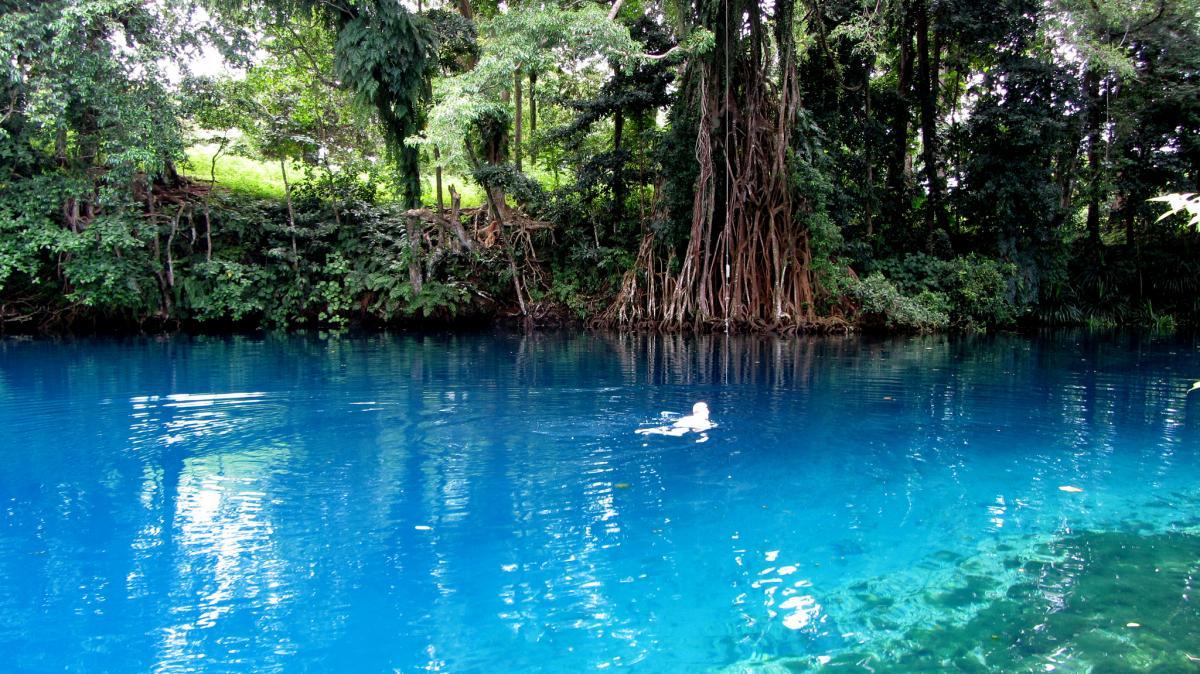 Вануату YJ0GB Туристические достопримечательности Голубая дыра Матавулу, остров Эспириту Санто