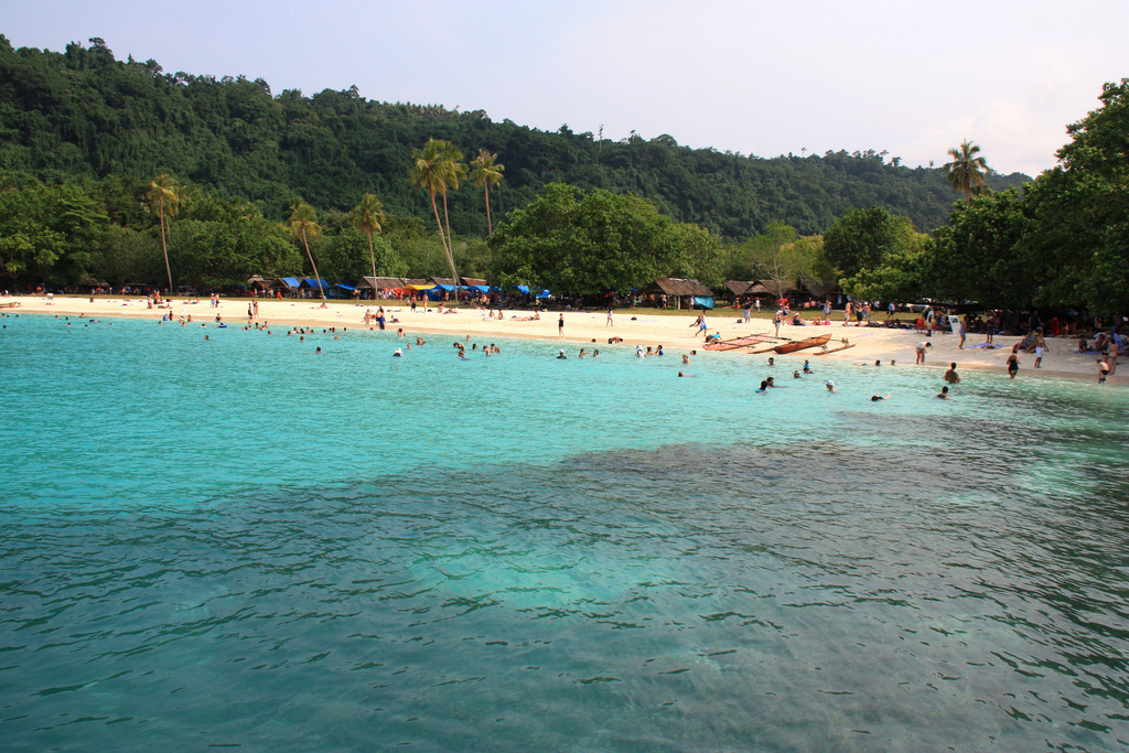 YJ0MB Beautiful, famous Champagne Beach, Efate Island, Vanuatu. Tourist attractions spot.